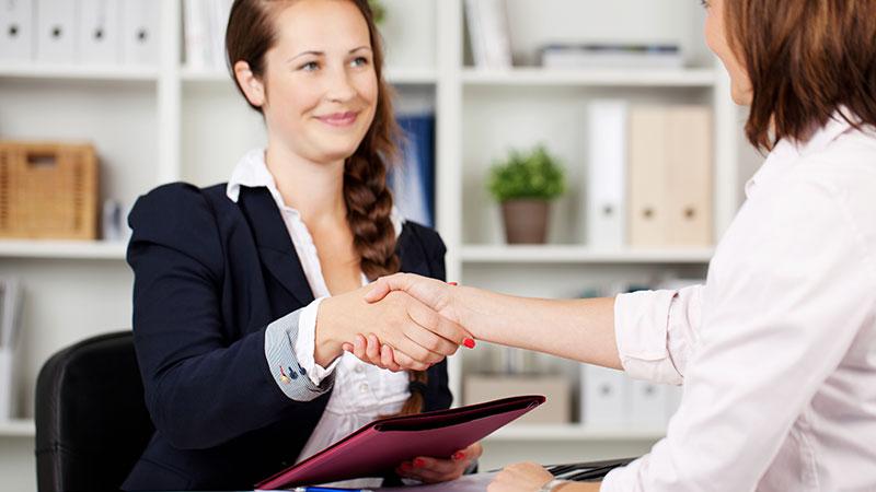 Pourquoi les femmes négocient-elles moins leur salaire que les hommes ?